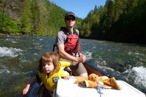 Jesse et Océane en canot