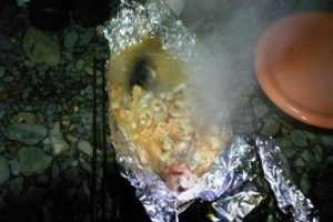 Crevette et saumon sur feu